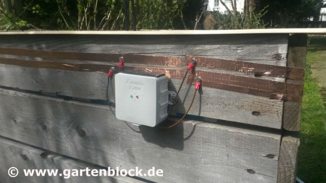 Elektrischer Schneckenzaun ist montiert